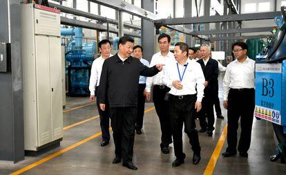 El presidente chino, Xi Jingping, en su visita a una empresa de tierras raras en Ganzhou en mayo.