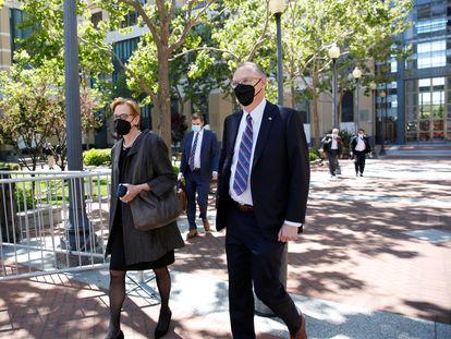 Tim Sweeney, fundador de Epic Games, junto a la abogada Katherine Forrest, a la salida del juicio, el pasado 21 de mayo.