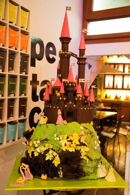 Castillo en la pastelería Escribà en la Gran Vía de Barcelona.
