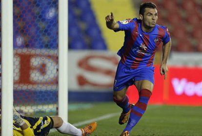 Barral celebra el gol de la victoria.