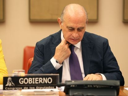 El ministro del Interior Jorge Fernández Díaz, en una conferencia de prensa en 2015.