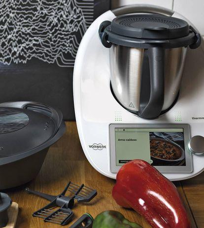 Servir y listo. Las recetas más populares en Cookidoo son las lentejas estofadas, el arroz caldoso y la crema de calabacín. Todos los marcadores, listas y colecciones se sincronizan con la TM6, que incluye el libro Ideas sencillas para cada ocasión.
