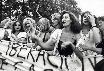 Personas transexuales encabezan el primer Orgullo LGTBI (entonces llamado Gay) español, en Madrid en 1978.
