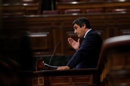 El diputado del PP, José Ignacio Echániz, durante su intervención en el pleno del Congreso celebrado este jueves.