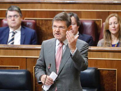 El ministro Rafael Catalá contesta a una pregunta parlamentaria en el Congreso.