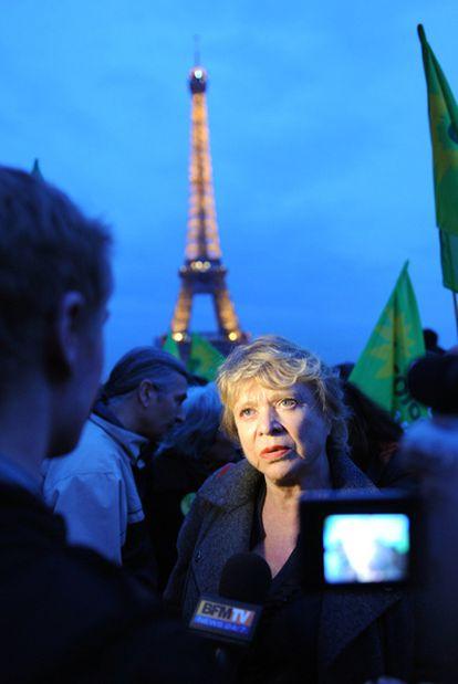 La eurodiputada verde francesa Eva Joly en una protesta en París contra la energía nuclear.