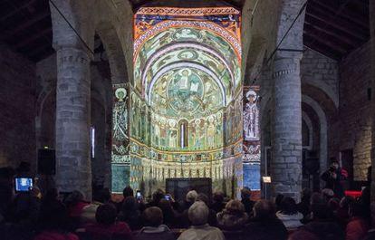 La iglesia de Sant Climent de Taüll (Alta Ribagorça) exhibe desde este sábado su ábside virtual.