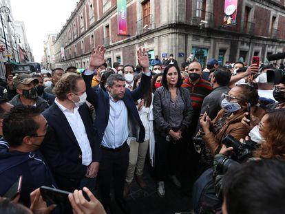 Alcaldes electos de oposición se manifiestan este martes en el Congreso de Ciudad de México.