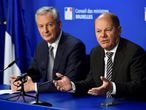 FILE PHOTO: French Economy Minister Bruno Le Maire and German Finance Minister Olaf Scholz hold a news conference after a Euro zone finance ministers meeting in Brussels, Belgium November 19, 2018. REUTERS/Eric Vidal/File Photo