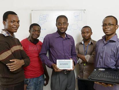 Arthur Zang (en el centro) y su equipo con el Cardio Pad, el dispositivo de su creación. ©Rolex