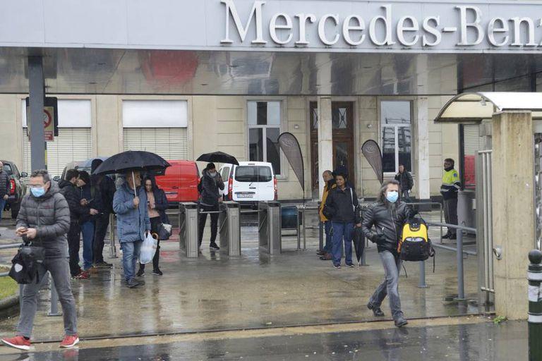 Salida de los trabajadores de Mercedes en Vitoria.