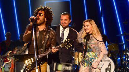 Lenny Kravitz, Leonardo DiCaprio y Madonna en la gala anual de la fundación de DiCaprio en Saint-Tropez.