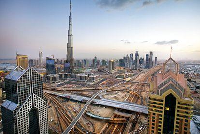 Fotografía de la ciudad de Dubai en la que se aprecia el edificio Burj Dubai, el más alto del mundo