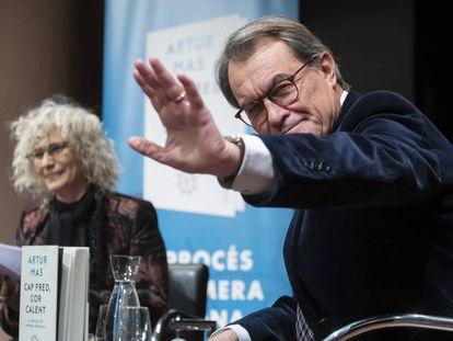 Artur Mas y la periodista Mònica Terribas, durante la presentación del libro.