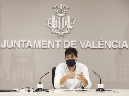 El concejal de Hacienda de València, Borja Sanjuan durante la comparecencia de prensa de este jueves.