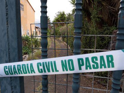 Precinto policial en la finca en Candelaria (Tenerife)  de Tomás Gimeno, desparecido este viernes junto a sus dos hijas.
