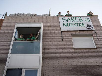 Un edificio de la Sareb en Madrid durante un intento de desahucio, en 2014.