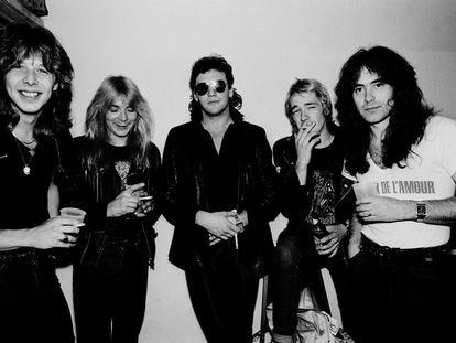 Iron Maiden antes de un concierto en Illinois, Estados Unidos, el 26 de junio de 1981. De izquierda a derecha, Clive Burr (batería), Dave Murray (guitarra), Paul Di'Anno (voz), Adrian Smith (guitarra) y Steve Harris (bajo).