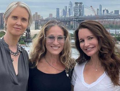 Miranda, Carrie y Charlotte en la foto colgada en Instagram en la que se las ve juntas de nuevo diez años después.