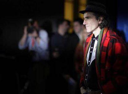 Daniel Day-Lewis posa ayer en la Berlinale antes de la rueda de prensa de <i>Pozos de ambición.</i>