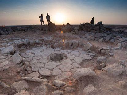 Los trozos de pan fueron hallados en un hogar (centro de la imagen) del yacimiento natufiense de Shubayqa 1.