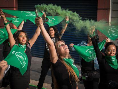 Un grupo de mujeres se manifiesta a favor de la interrupción del embarazo en México.
