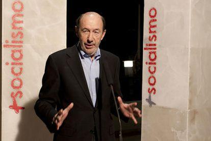 Alfredo Pérez Rubalcaba, ayer en Alicante.
