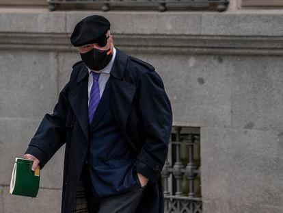 El comisario José Manuel Villarejo, a las puertas de la Audiencia Nacional el pasado marzo.