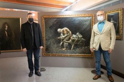 Josep Casamartina y Carlos Alejandro Lupercio, los comisarios de la muestra de Clapés que han localizado la obra 'El peón' desaparecida hasta ahora.