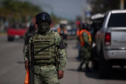 Un soldado de la Guardia Nacional durante un operativo en la ciudad de Irapuato, Guanajuato.
