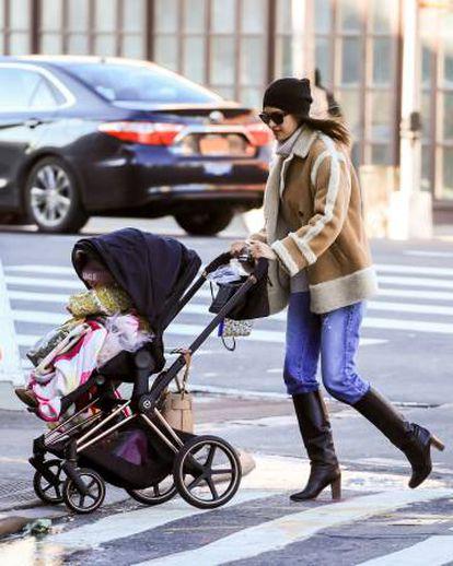 Irina Shayk con su hija Lea, en Nueva York, el pasado día 17.