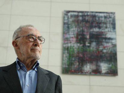 Gerhard Richter, junto a una de sus obras el pasado septiembre en Berlín.