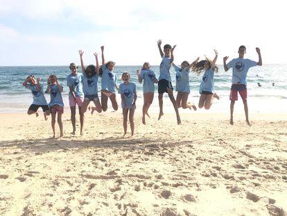 Niños en el campamento de idiomas Cíjara, en una fotografía, en una imagen promocional.