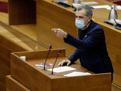 En la imagen, el portavoz de Ciudadanos, Toni Cantó, durante su intervención en un pleno de las Cortes Valencianas.