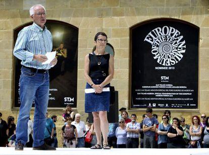 """Joseba Azkarraga y Teresa Toda, durante el acto de presentación de Sare, la """"nueva red ciudadana que trabajará por los derechos"""" de los presos de ETA."""