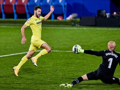 Pedraza bate a Dimitrovic en la acción del 1-3.