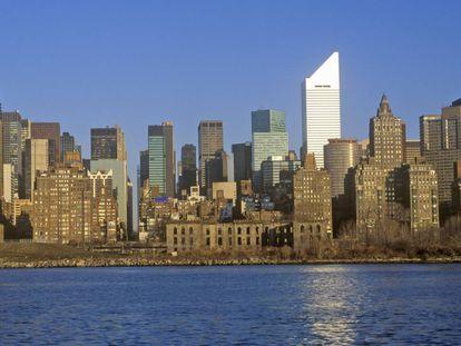 Reconocible por su silueta nívea en el 'skyline' de Manhattan, el edifcio Citicorp esconde una de las historias más truculentas del urbanismo norteamericano. |