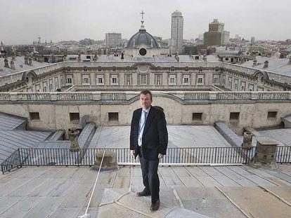 José Luis González Guerra, sobre la cubierta meridional del Palacio Real de Madrid.