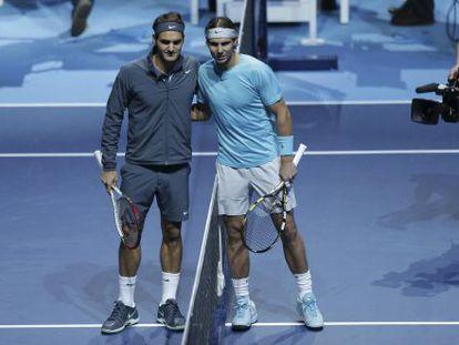 Roger Federer y Rafael Nadal durante un partido.