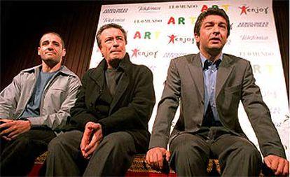 De izquierda a derecha, Germán Palacios, Óscar Martínez y Ricardo Darín, ayer en el teatro Infanta Isabel, de Madrid.