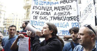 El líder de Podemos, en una protesta de técnicos de Telefónica el 1 de mayo en Madrid.