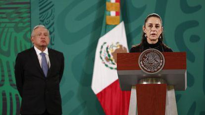 Claudia Sheinbaum y López Obrador, en la primera rueda de prensa tras el colapso de la línea 12 del metro.