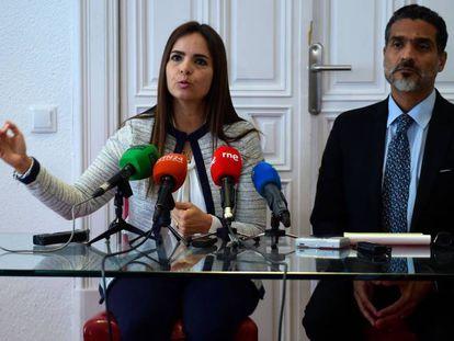 Los abogados Tamara Suju y Juan Carlos Gutiérrez, este viernes en Madrid.