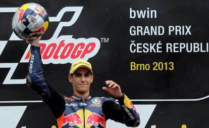 Salom celebra la victoria en Brno en 2013.