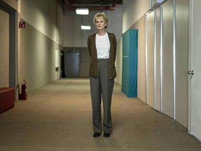 La escritora estadounidense y premio Princesa de Asturias de Literatura, Siri Hustvedt, en un pasillo de la FIL.