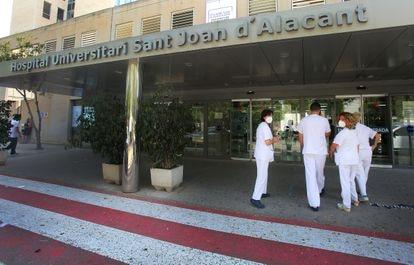 Entrada al Hospital Universitario Sant Joan de Alicante, este martes.