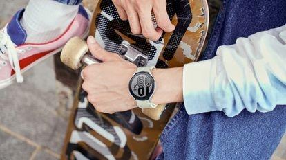 El Galaxy Watch4, de Samsung, permite medir y controlar múltiples parámetros relacionados con la salud y el estado físico, como la presión arterial o la grasa corporal.