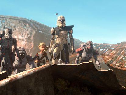 De izquierda a derecha, Echo, Wrecker, Omega, Capitán Rex y Hunter en una secuencia de 'Star Wars: La remesa mala'.