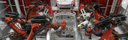 Línea de montaje de la fábrica de Tesla en Fremont, California.