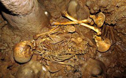 El esqueleto de la Braña 1, un cazador recolector de hace unos 7.000 años, descubierto en león.